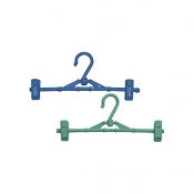 Hanger with 2 clips